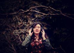 MasseraVa_headphones-EL